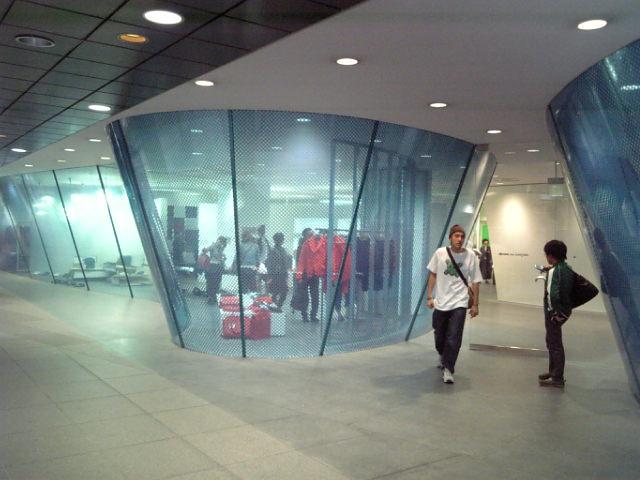 コム・デ・ギャルソン青山店。