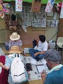 「釜ケ崎夏祭り」@西成三角公園。書道と絵日記。